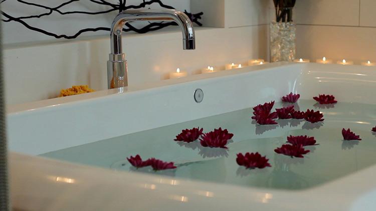 Jacuzzi Whirlpool Bath Tub