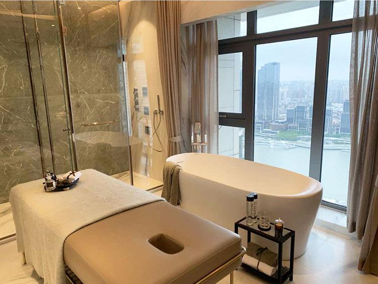 Ergonomic Corian Solid Surface Bathtub